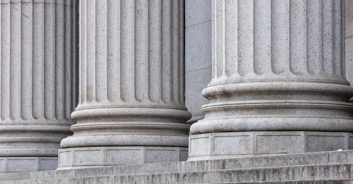 Close up of a gubernatorial building's pillars in Washington D.C.'s National Mall